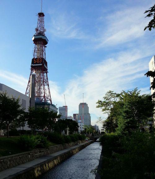 創成川とテレビ塔